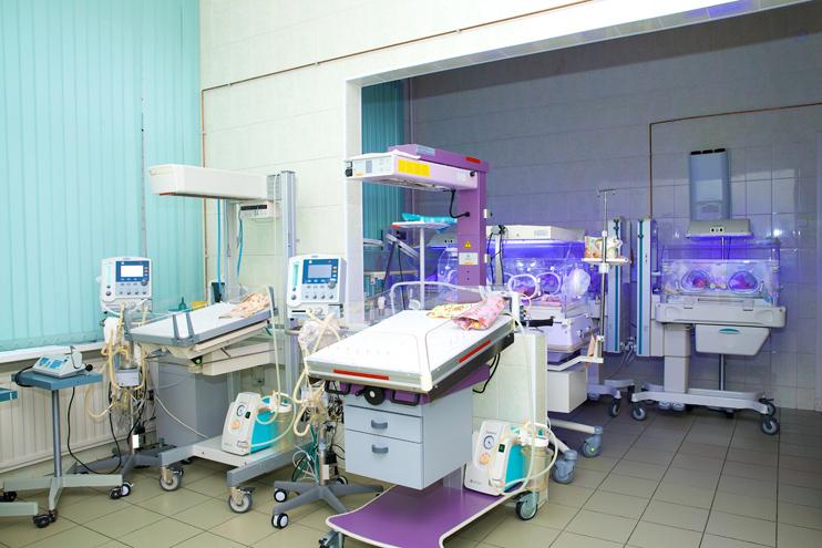 Современная аппаратура в отделении новорожденных